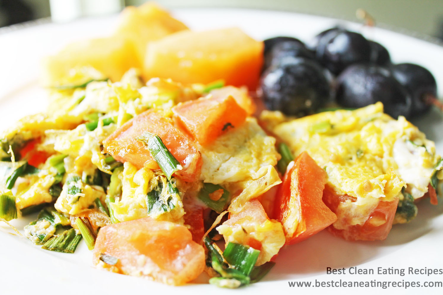 Clean Eating Recipe – Tomato and Green Onion Scrambled Eggs