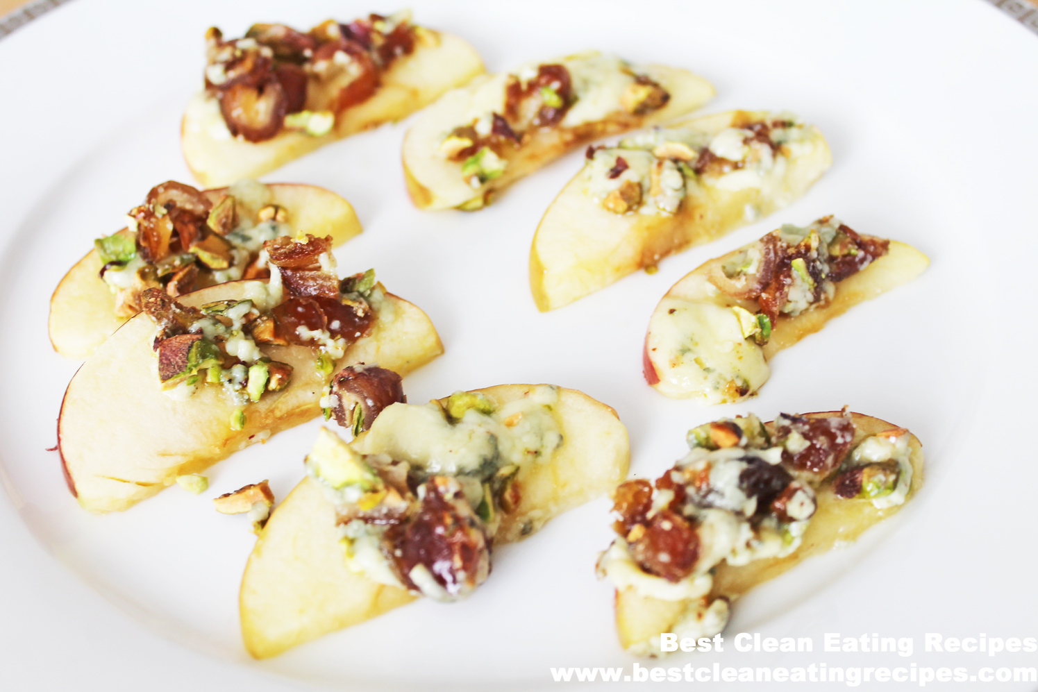 Clean Eating Recipe – Baked Apple with Blue Cheese, Date and Pistachios