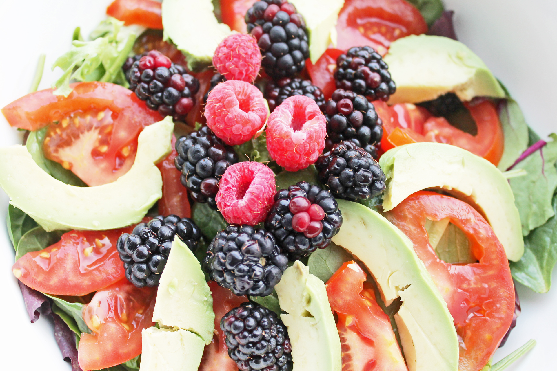 Clean Eating Recipe: Berry-Avocado Salad